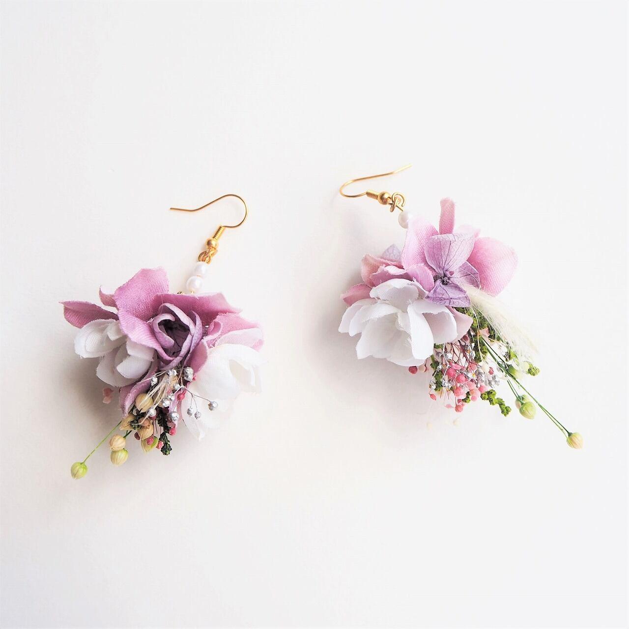 04フラワースワッグピアス・イヤリング(鮮やかなピンク・紫色・シルバー)