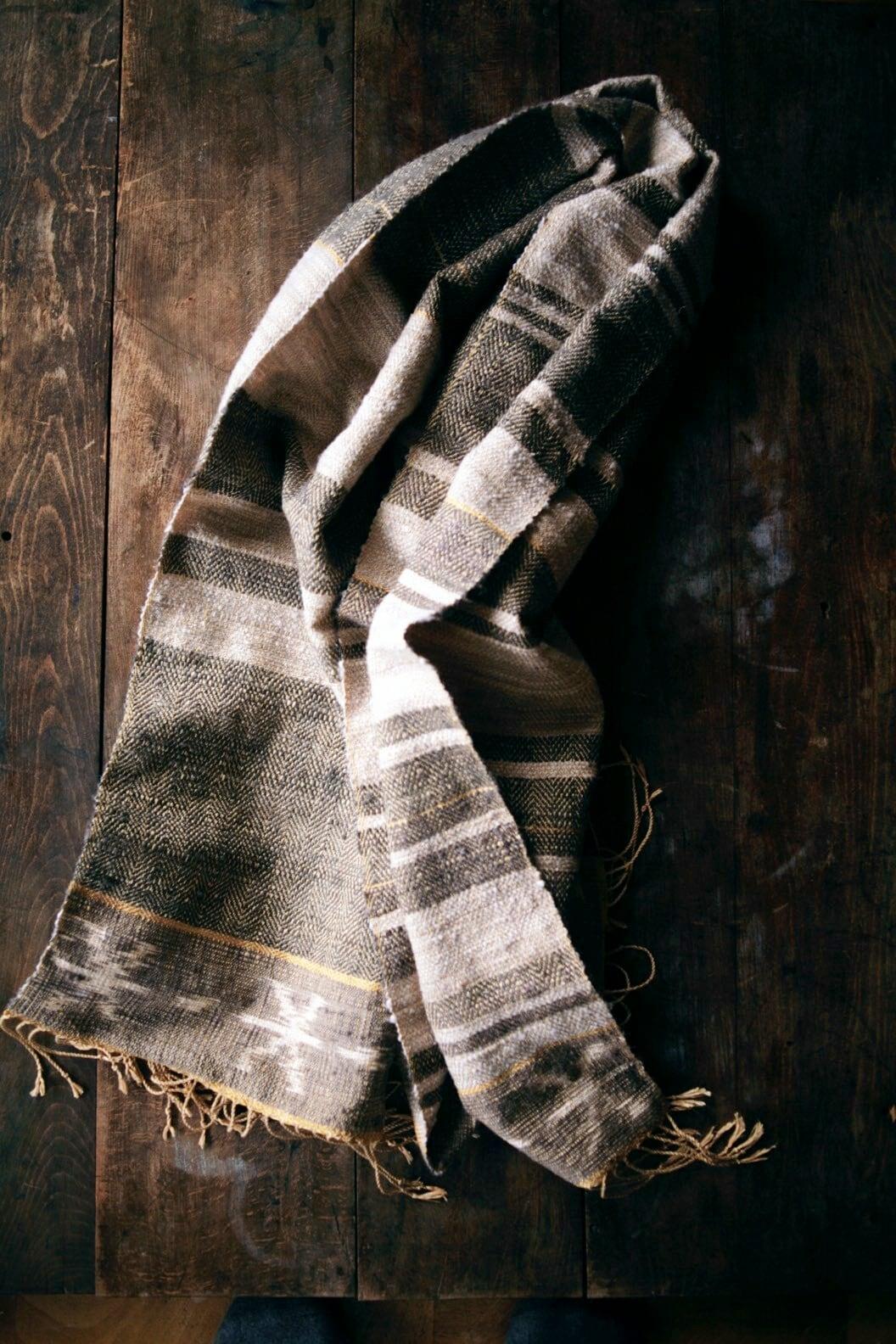 繭綿手つむぎ糸のショール