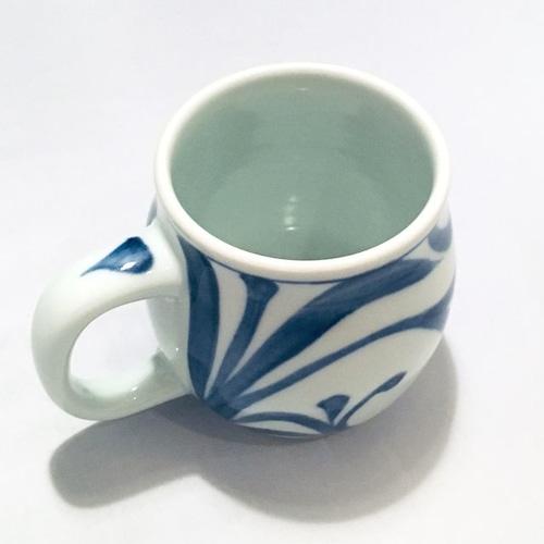 【砥部焼/梅山窯】樽マグカップ(唐草)