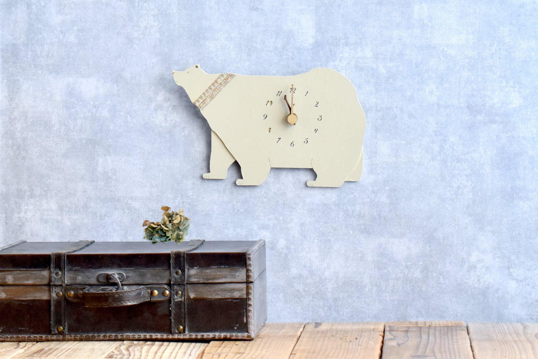 エスニックパターンが印象的なシロクマの時計 掛け時計 木製時計