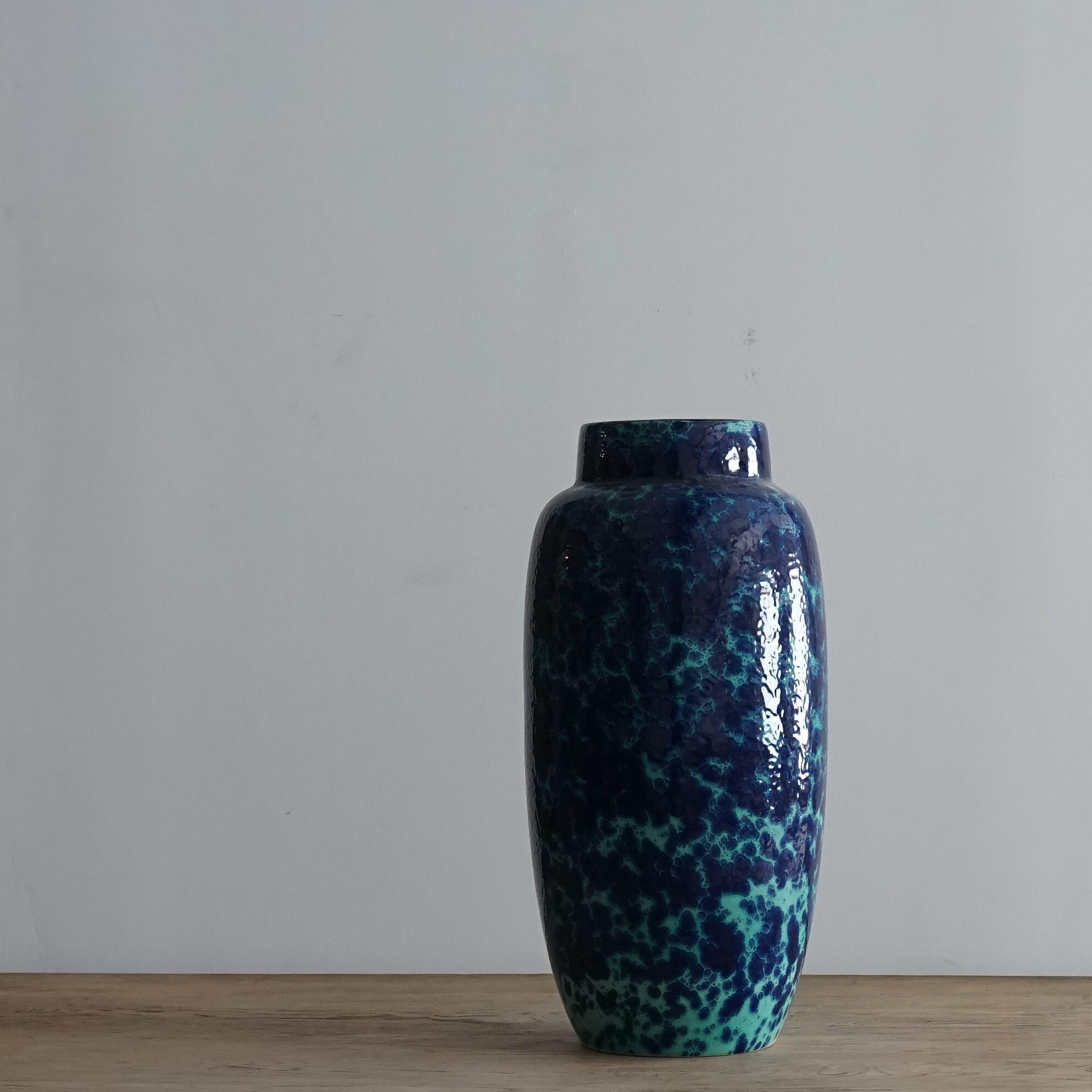 #06-05  Fat Lava 553-52 Vintage flower vase