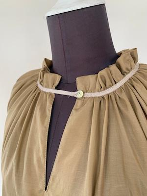 Shirring neckline blouse/Gold