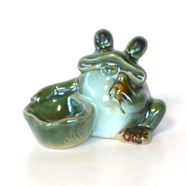 陶器 蓮鉢持ち蛙 カエル お金がかえる 幸運 インテリア 置物 かわいい 風水 幸運 JS8782
