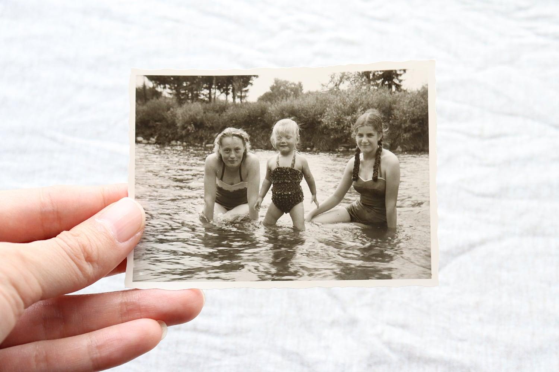 【ドイツ】モノクローム写真/水着の女の子たち