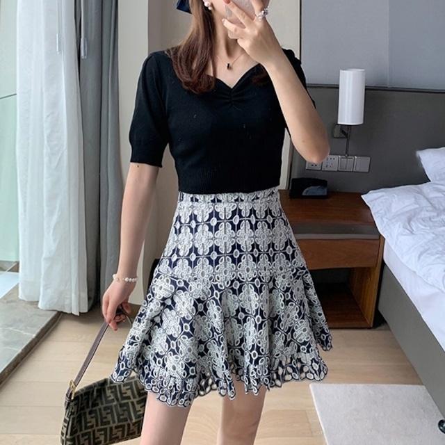 ネイビーフラワー総刺繍レーススカート