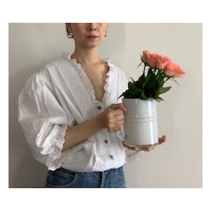 80's vintage white puff sleeve blouse decorated with eyelet lace