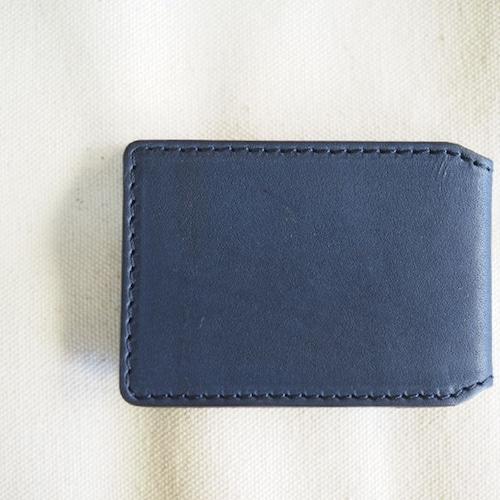 2つのICカードを同時に収納できるケース / ネイビー