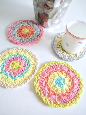 カラフルな手編みのドイリー4枚セット<コースター>
