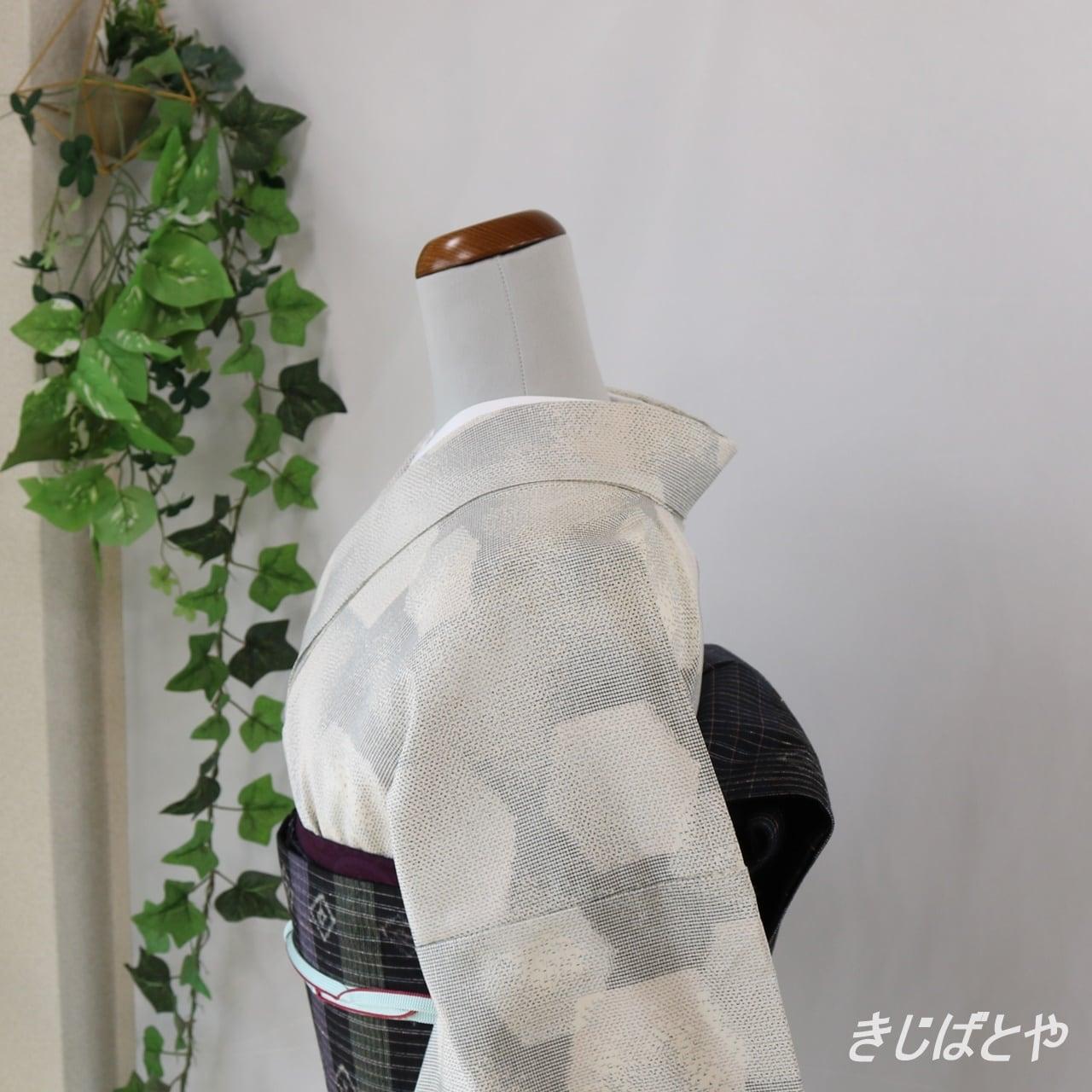 正絹紬 薄墨色の亀甲柄 袷