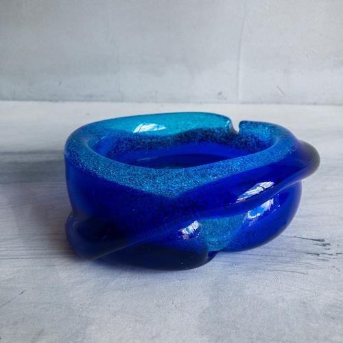 青いぐにゃぐにゃ灰皿