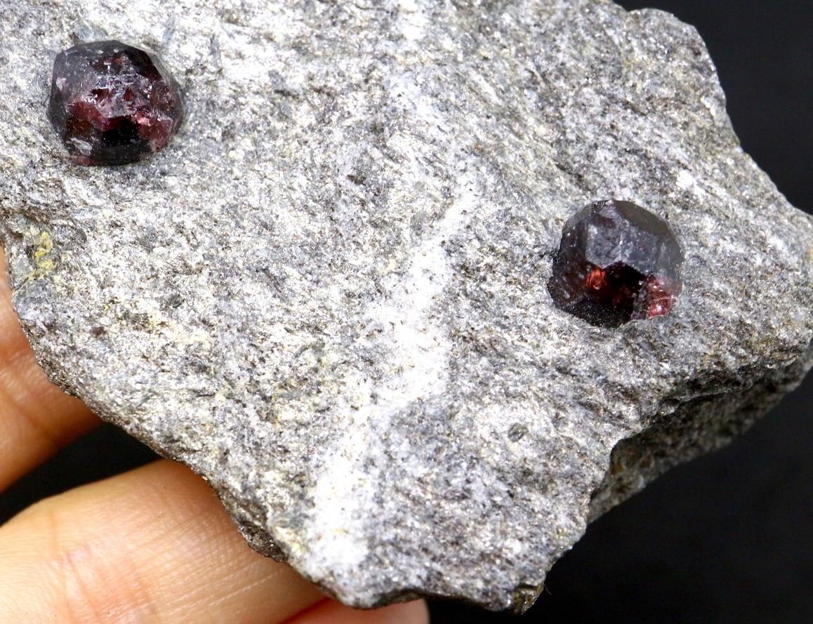 アルマンディン ガーネット 柘榴石 89,4g  原石 GN035 鉱物 標本 原石 天然石