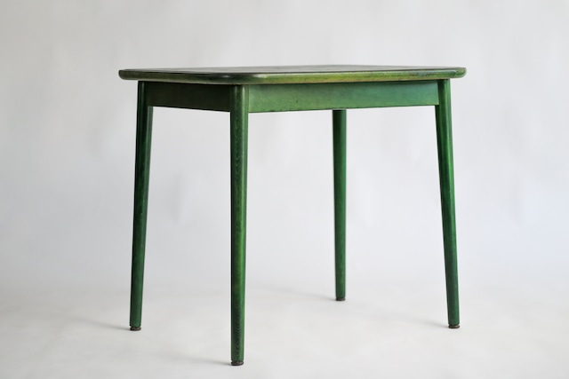 森のなかのようなダイニングテーブル