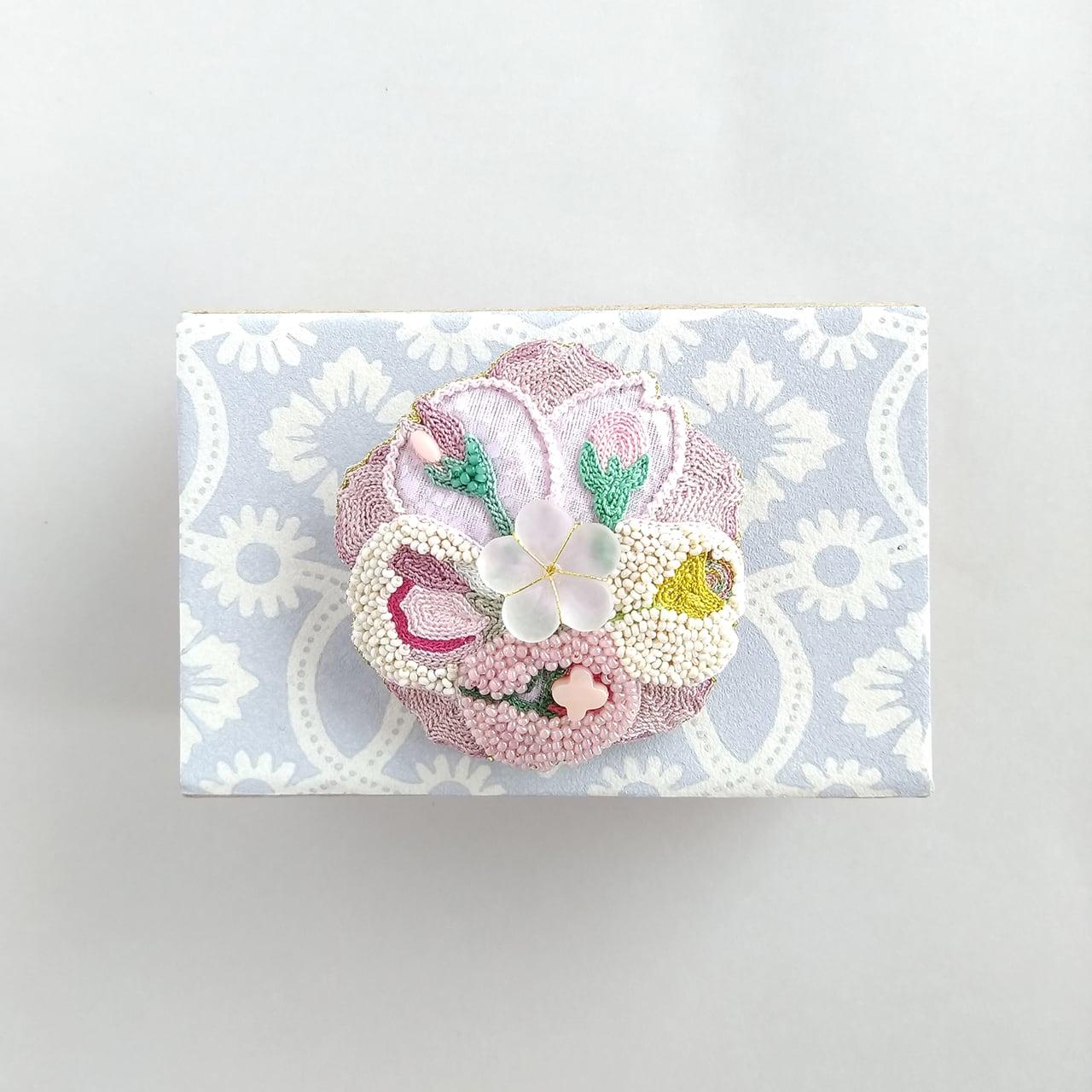 桜の花とつぼみブローチ