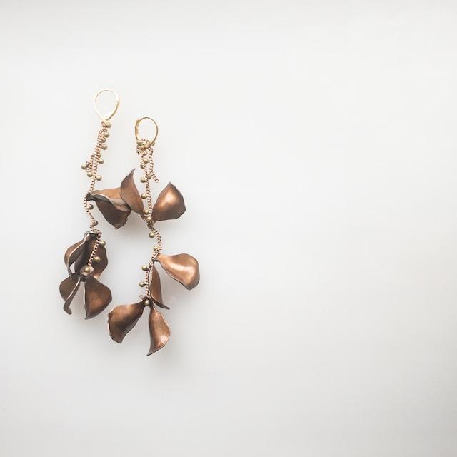 chocolate petal Dot chain