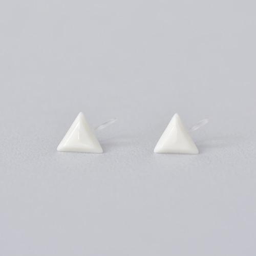 HatoKumo / 白磁のさんかく・ノンホールピアス