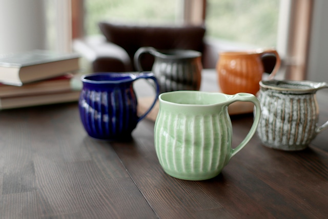 【3A062-15】『嵯峨野マグカップ』『グリーン』 削ぎ目ころんマグ かわいい たっぷりマグ 丸い 手作り感 取っ手大きめ