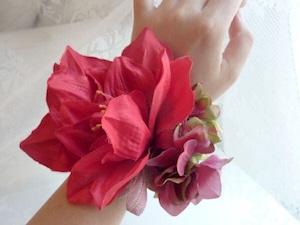赤いお花のリストブーケ(リストレット) / 腕飾り
