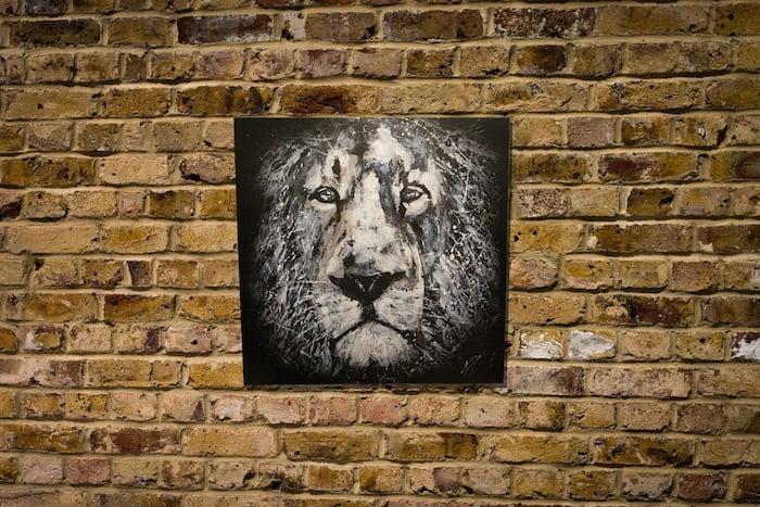 LION monochrome edition