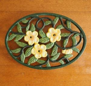 鋳物の鍋敷き 花