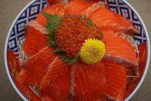 【浜太郎】サーモンいくら丼