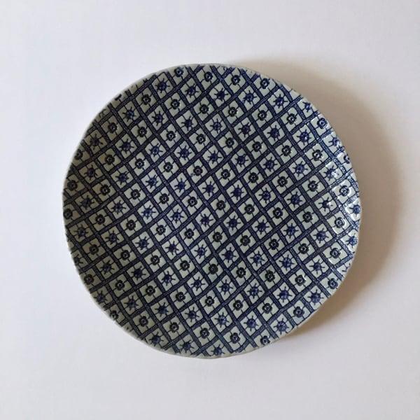 幾何学模様の藍色のお皿 Indigo Plate with Geometric Pattern