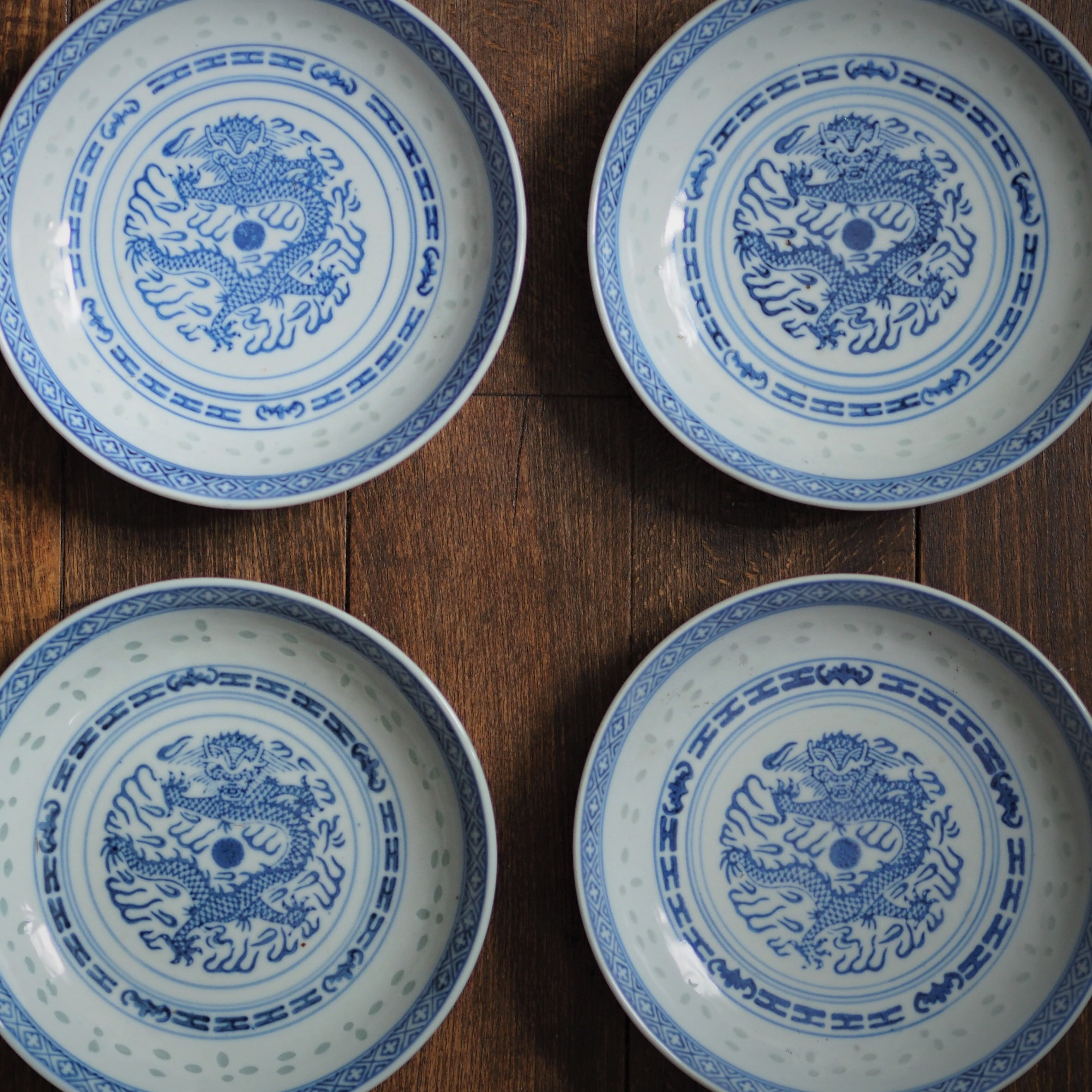 『ドラゴンの丸深皿/Blue&White』景徳鎮/ホタル