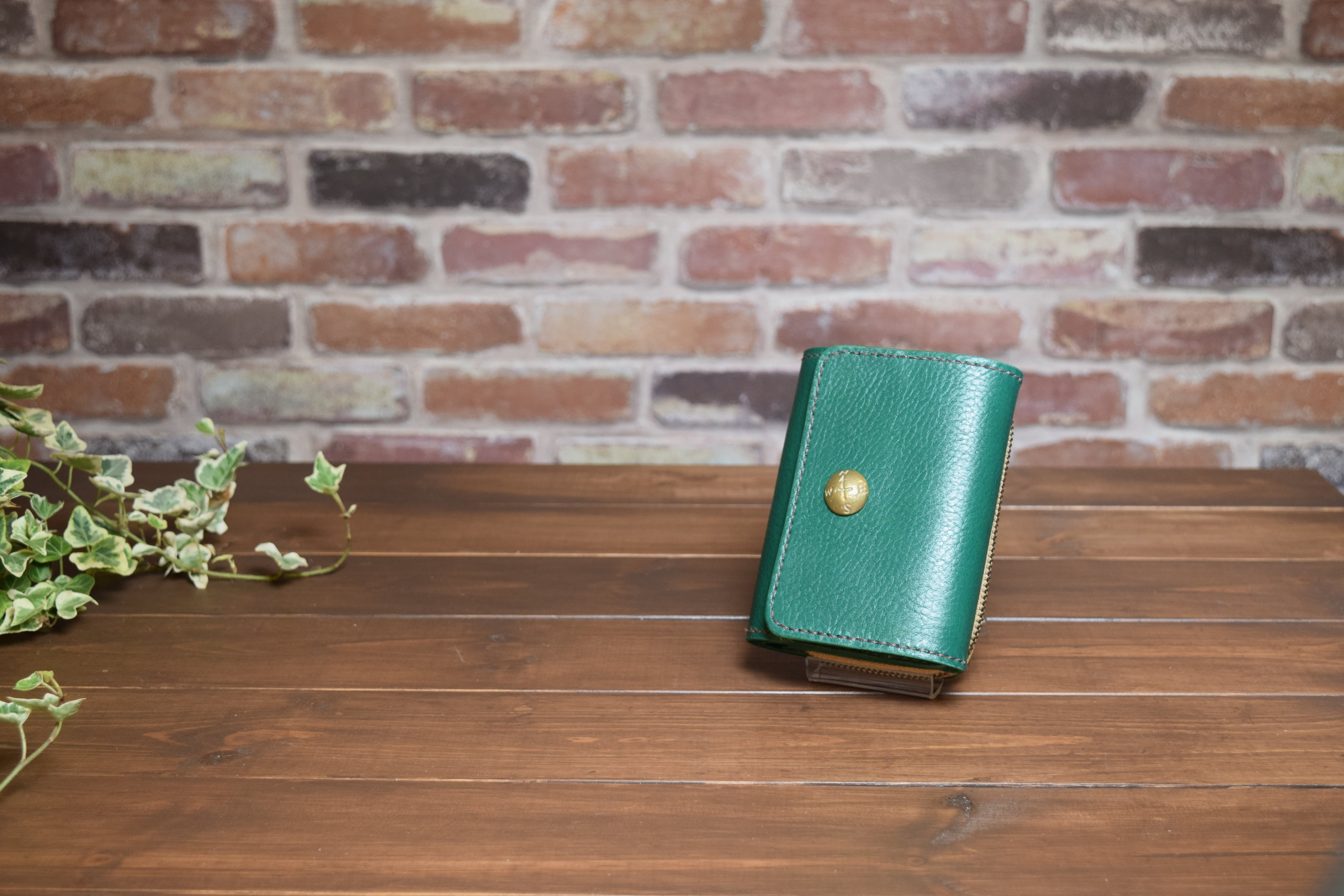 【オーダーメイド制作例】二つ折りラウンドファスナー財布(コンチョ付き)アレンジver.      (KA202b2)