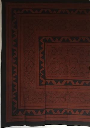 ベッドカバー 26 超特大 150x220cm AAA アマゾン シピボ族の泥染め 縁ぬい加工
