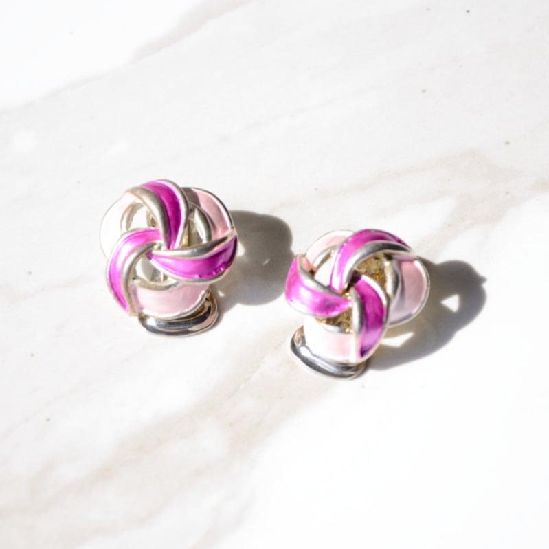 ガーリーな2色のピンクが可愛いヴィンテージイヤリング