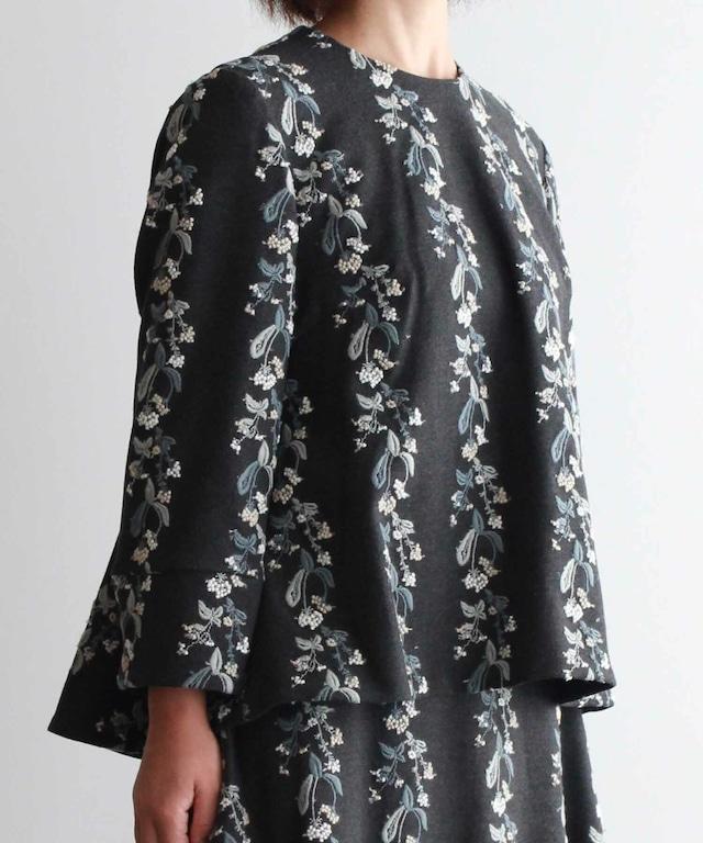 撫菜刺繍のフレアーシルエットプルオーバー  グレー (evh920-GRY)