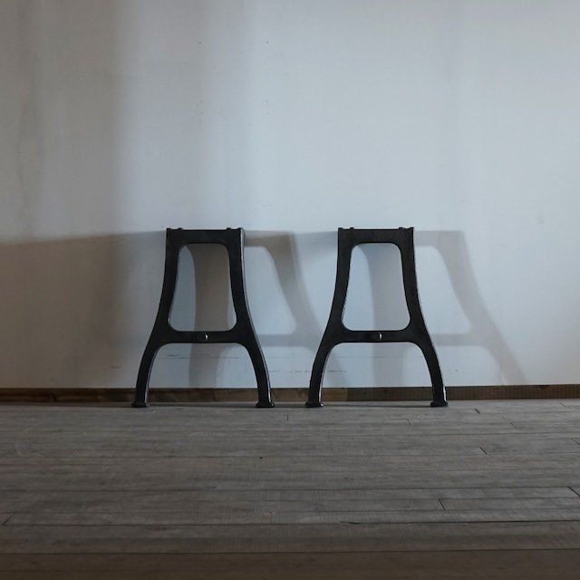 #05-02  Industrial iron leg