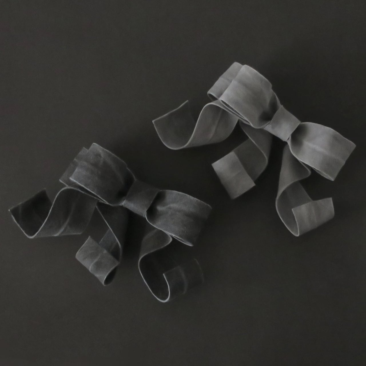 泥染/煤染/オーガニックコットン/変形リボンブローチ/B-4_M_DR