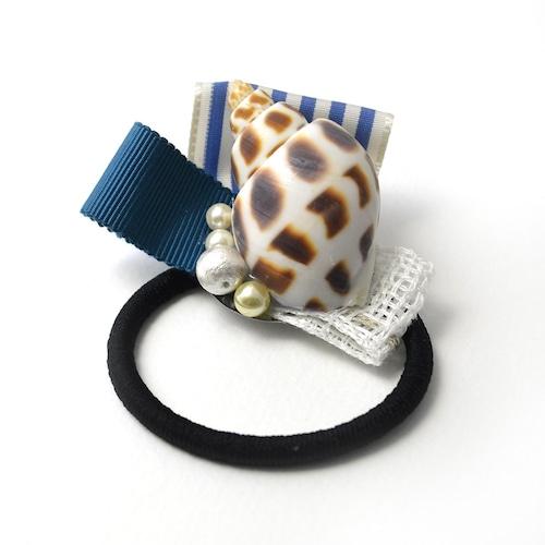yummy 巻貝とコットンパールのヘアゴム(ブルー系)