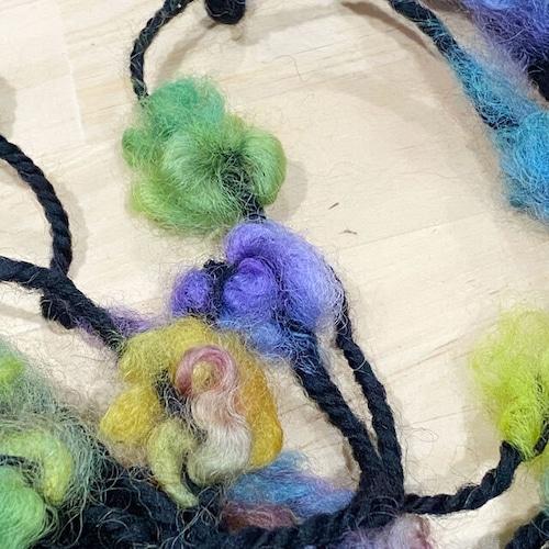 Poko43) 多色染フリース入りアートヤーン・虹色お花畑の毛糸