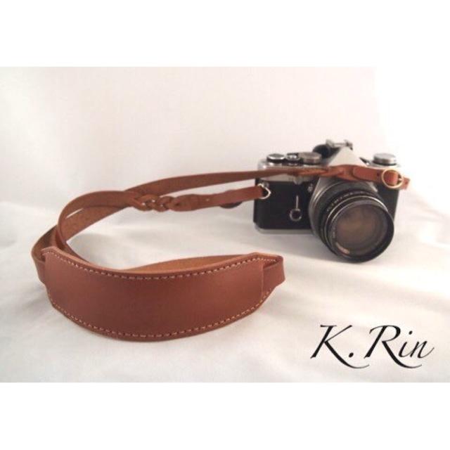 【受注制作】カメラストラップ(バックルデザインタイプ+肩当て+三つ編み加工) (KA018f3-6)