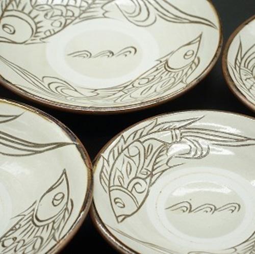 6寸皿 線彫り魚紋 白【金城陶器秀陶房】