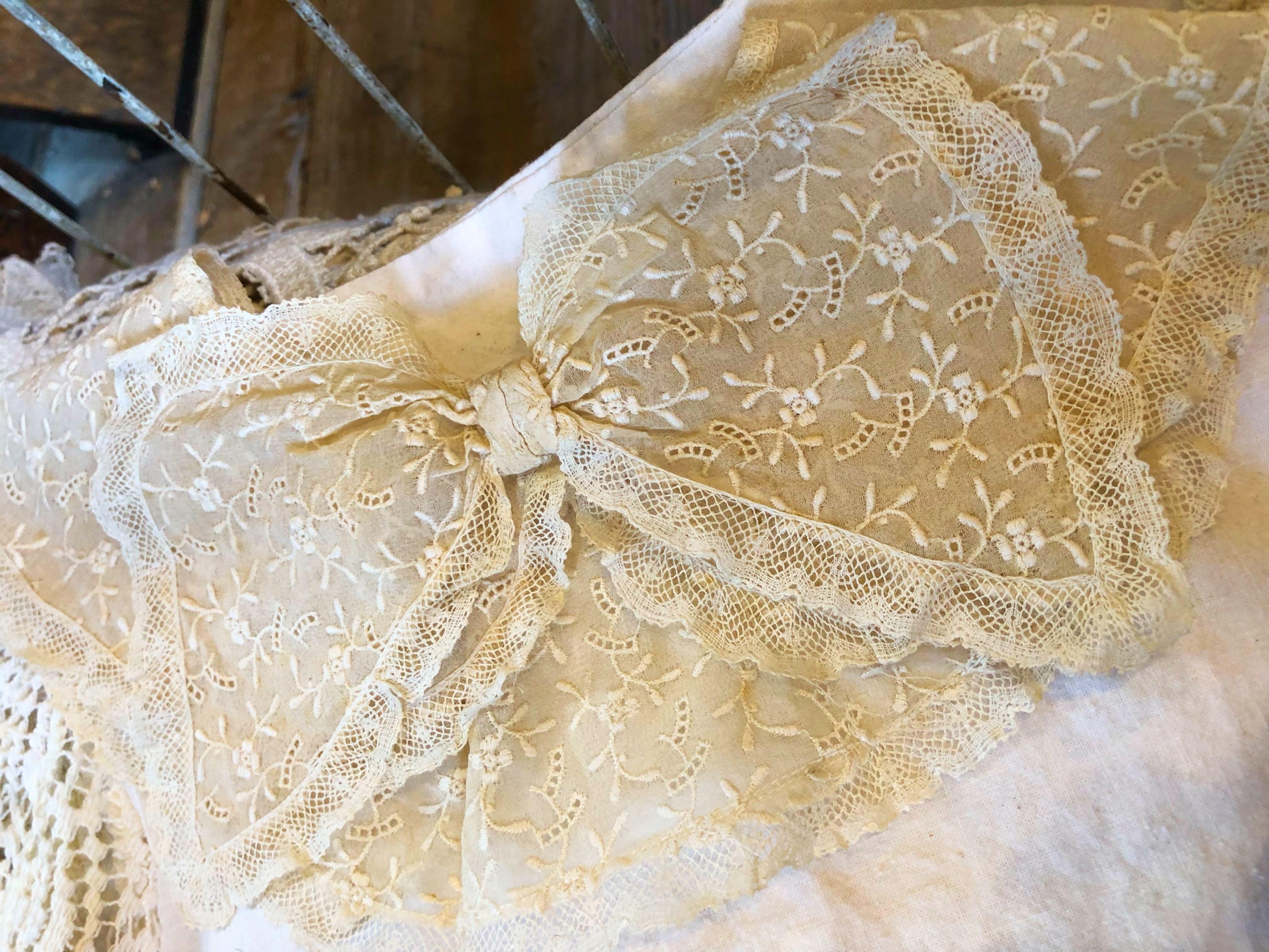 フランスアンティーク 小花の刺繍レース 大きなリボンのつけ襟