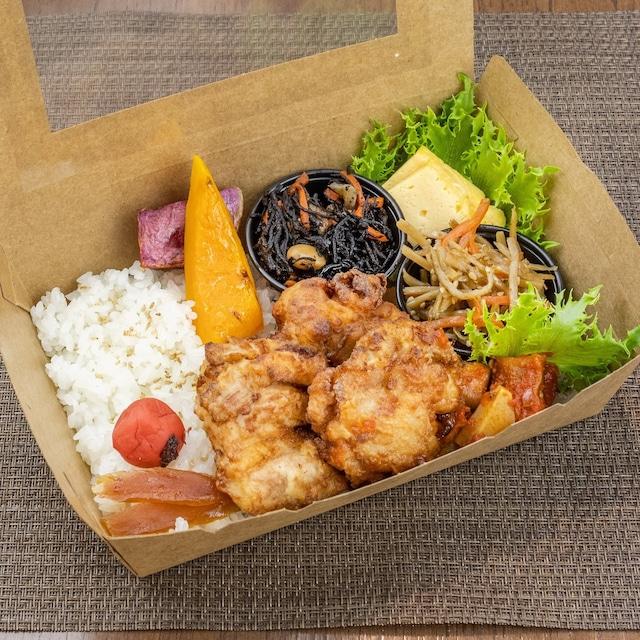 【在宅栄養ランチ弁当】岐阜県産恵那鶏の唐揚げと5種の惣菜