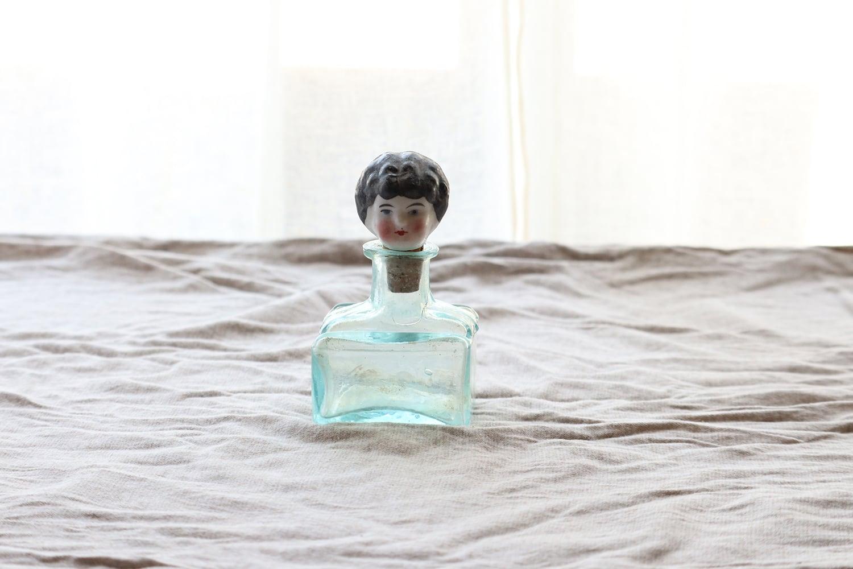 お人形のコルクとガラス瓶 (※ヒビ有り)