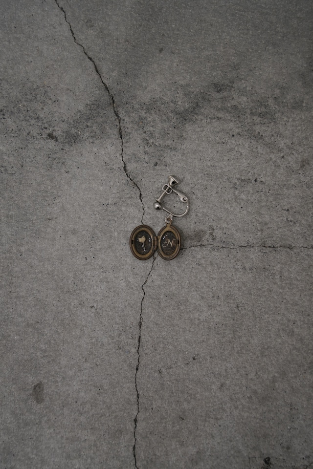 """Addiction  vintage parts earring initial """"N"""" Flower"""