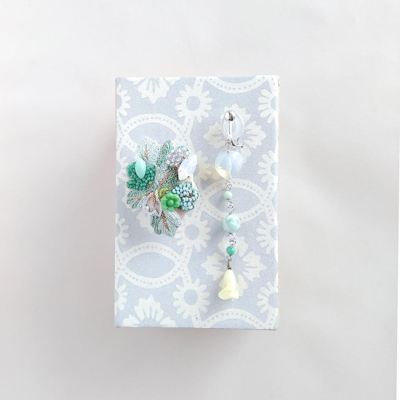 菊の葉っぱイヤリング