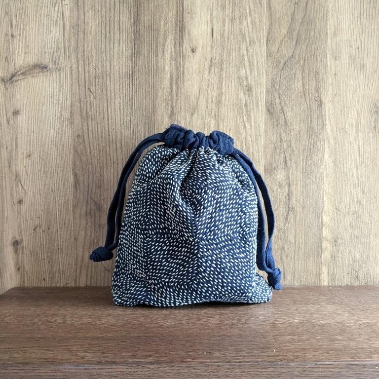 チェンマイ 藍染め刺し子の巾着ポーチ 幾何学模様