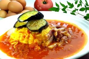 【卵's工房】オムライス 茄子とベーコンのトマトオムライス