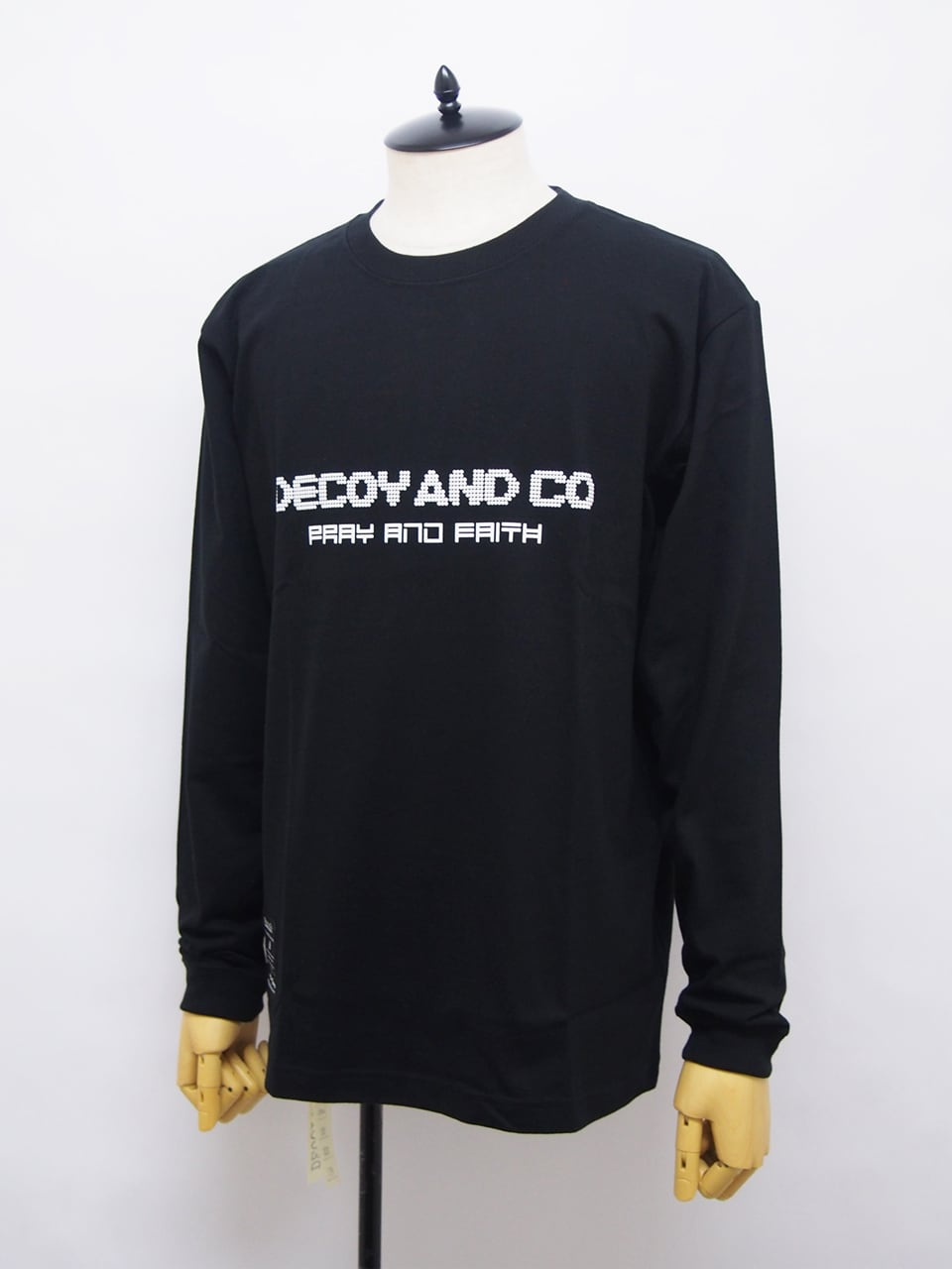 DECOY & CO. (デコイアンドシーオー) PRAY AND FAITH L/S TEE / BLACK D63809-05