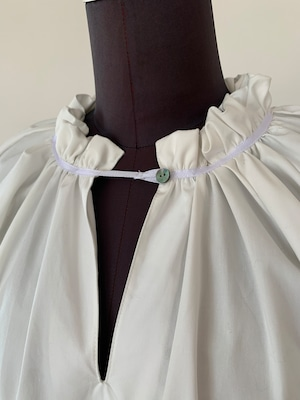Shirring neckline blouse/White