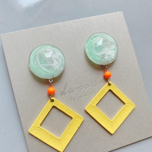 """"""" Earrings NO.danoan-157″ マーブルペイントとネオンパーツ"""