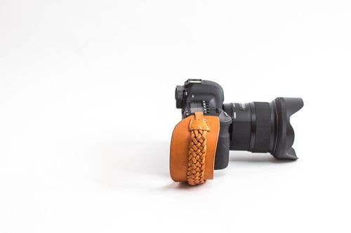 [男女]一眼レフ用/高級革あみあみタイプ レザーハンドストラップ/カメラストラップ/ハンドグリップ/キャメル