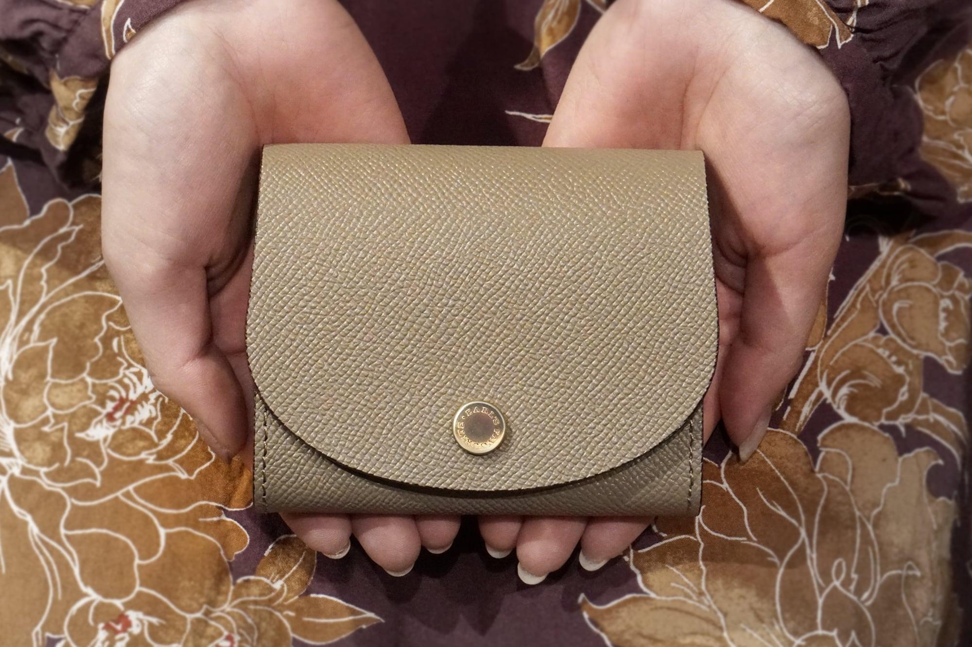 【限定色】身軽にキメたい時のコンパクト財布 ぷっくり型パーティーレザー・グレージュ(本革製)