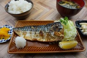 【とり安食堂】塩サバ弁当 味噌汁・お漬物付