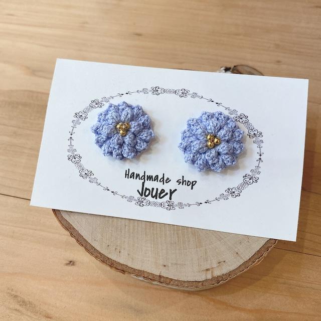 手縫いレースの小花ピアス ナチュラルブルー